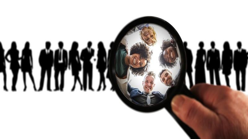 4 strumenti contatti social clienti